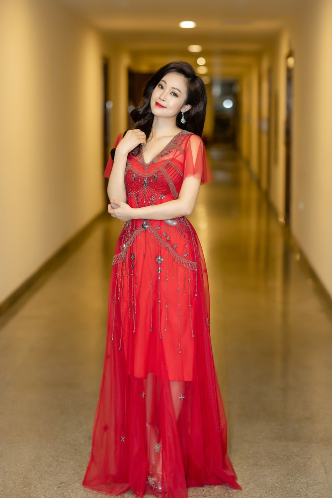 MC Thùy Linh xinh đẹp nhưng 32 tuổi vẫn than ế - Ảnh 2.