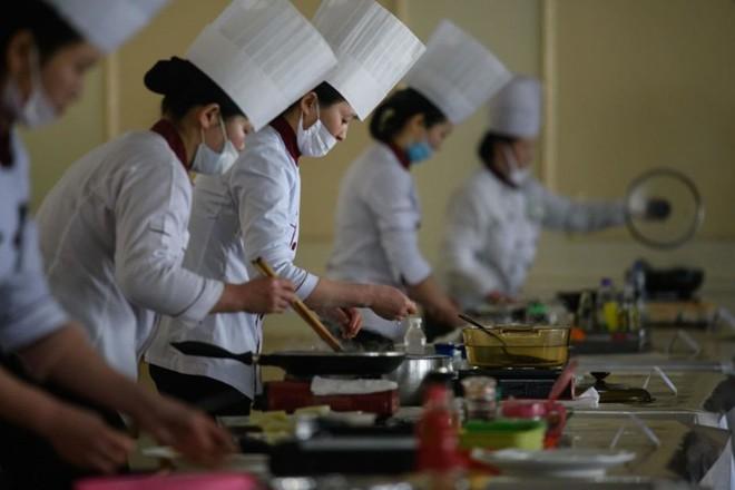 """Ảnh: Cuộc thi nấu ăn tìm kiếm """"siêu đầu bếp"""" ở Triều Tiên - Ảnh 1."""
