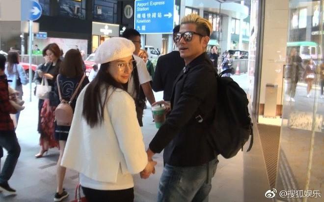 Quách Phú Thành gây sốt vì có hành động lãng mạn như phim khi bà xã hotgirl mang thai suýt vấp ngã - Ảnh 7.