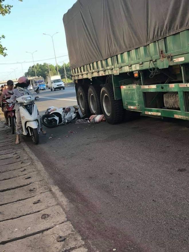 Người phụ nữ bị xe container cán chết - Ảnh 1.