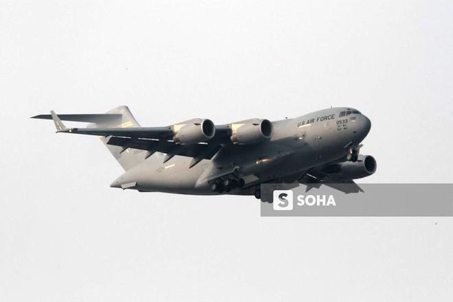 Vận tải cơ C-17 Globemaster III của Không quân Mỹ hai lần hạ cánh tại Đà Nẵng - Ảnh 1.