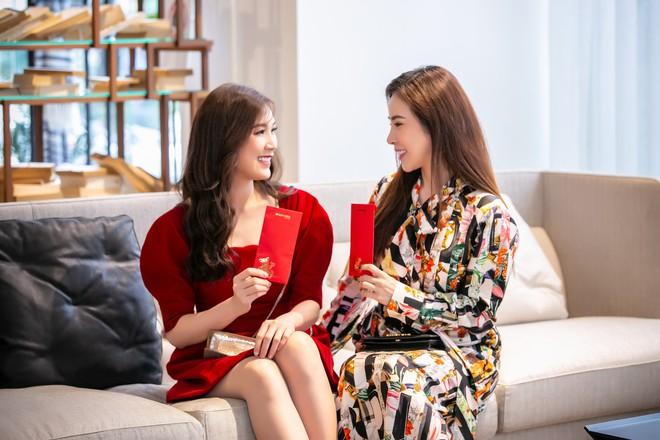 Hoa hậu Hà Kiều Anh và NTK Đức Hùng chụp ảnh tình tứ - Ảnh 9.