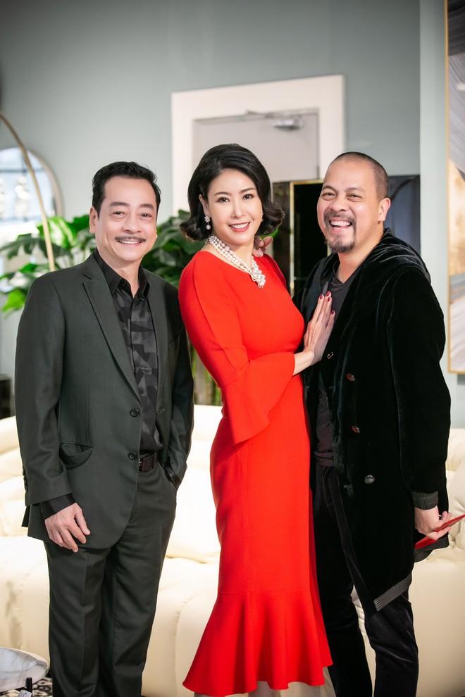 Hoa hậu Hà Kiều Anh và NTK Đức Hùng chụp ảnh tình tứ - Ảnh 5.