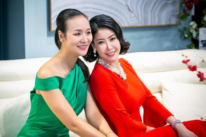 Hoa hậu Hà Kiều Anh và NTK Đức Hùng chụp ảnh tình tứ - Ảnh 6.