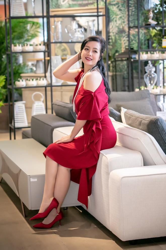 Hoa hậu Hà Kiều Anh và NTK Đức Hùng chụp ảnh tình tứ - Ảnh 11.
