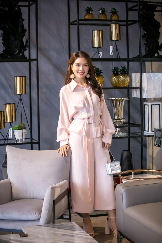 Hoa hậu Hà Kiều Anh và NTK Đức Hùng chụp ảnh tình tứ - Ảnh 10.
