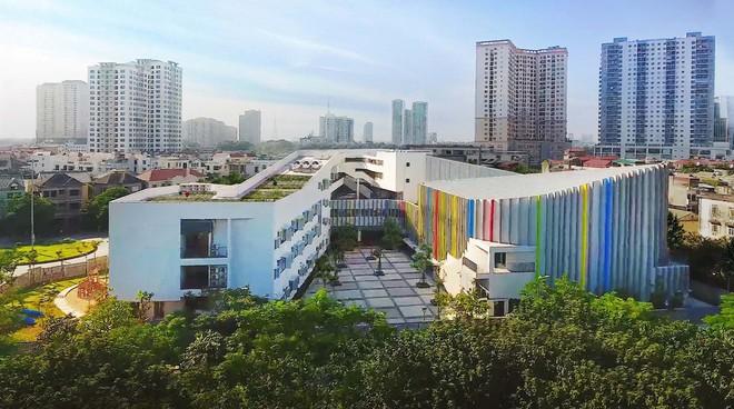Ngôi trường đầy màu sắc có lối kiến trúc độc đáo bậc nhất Việt Nam - Ảnh 1.