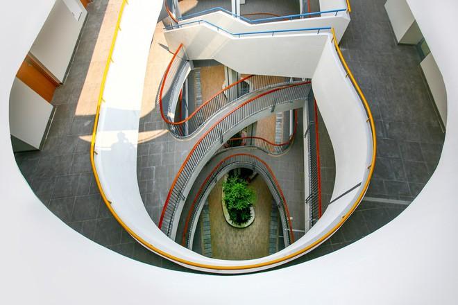 Ngôi trường đầy màu sắc có lối kiến trúc độc đáo bậc nhất Việt Nam - Ảnh 5.