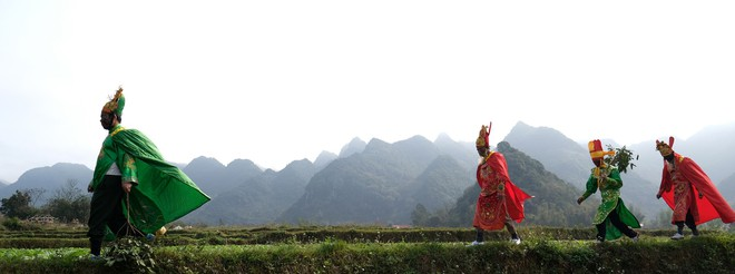 Chị em phụ nữ bạo dạn chụp ảnh bên Tàng Thinh - sinh thực khí nam ở Lễ hội Ná Nhèm - Ảnh 14.
