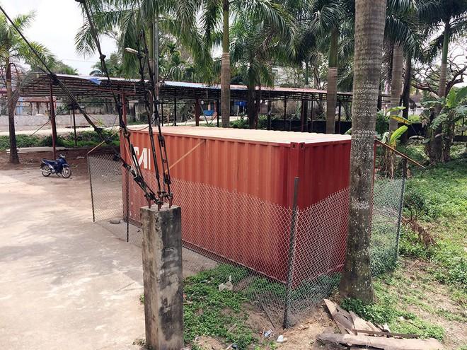 Cận cảnh 4 lớp an ninh nghiêm ngặt bảo vệ cụ sưa trăm tỉ ở Hà Nội - Ảnh 1.