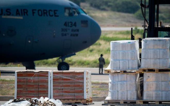 Trả đũa viện trợ Mỹ, chính quyền TT Maduro tuyên bố gửi hàng cứu đói cho... Colombia