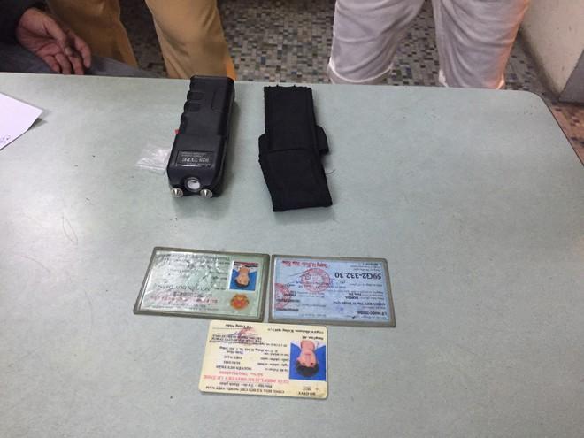 Công an bắt giang hồ nghiện ma tuý đi thu tiền bảo kê cuối năm ở Sài Gòn - Ảnh 1.