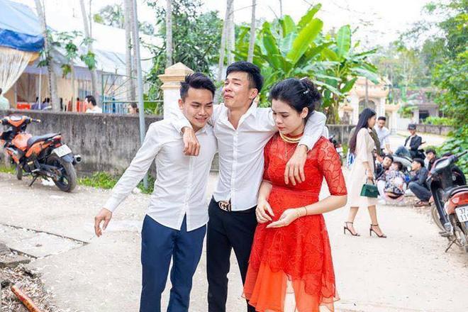 Anh trai bật khóc nức nở trong ngày em gái đi lấy chồng và 4 bức ảnh gây sốt mạng xã hội - Ảnh 4.