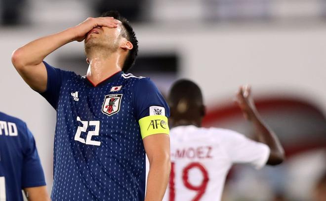 Đội trưởng của Nhật Bản nhọ nhất Asian Cup, hai lần ôm đầu cay đắng vì VAR - Ảnh 1.