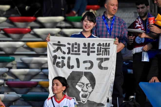 Nữ CĐV từng khiến bạn bè quốc tế ngây ngất vì vẻ đẹp ngây thơ thất thần nhìn Nhật Bản phơi áo trước Qatar - Ảnh 3.