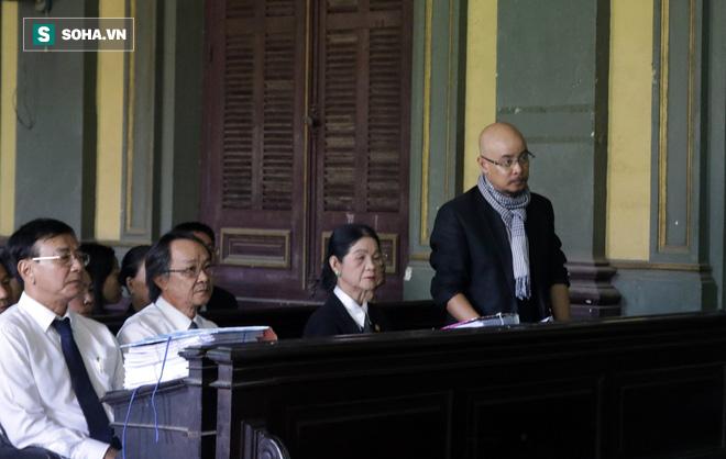 [ẢNH] Khoảnh khắc căng thẳng trong phiên xử ly hôn vợ chồng ông chủ cà phê Trung Nguyên - Ảnh 8.