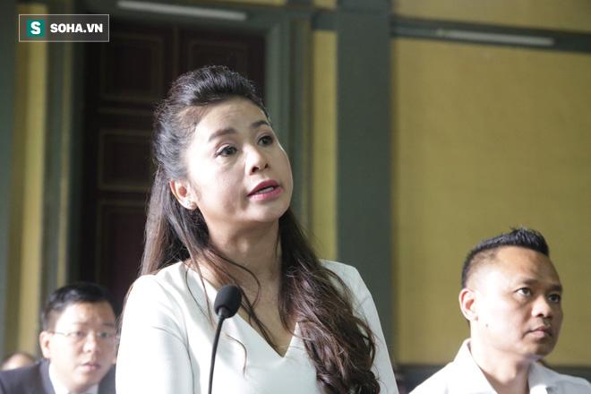 [ẢNH] Khoảnh khắc căng thẳng trong phiên xử ly hôn vợ chồng ông chủ cà phê Trung Nguyên - Ảnh 13.
