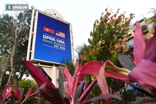 Đường phố Hà Nội trang hoàng chào đón hội nghị thượng đỉnh Mỹ - Triều - Ảnh 7.