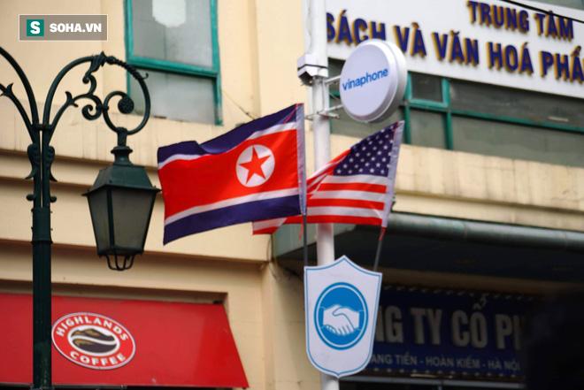 Đường phố Hà Nội trang hoàng chào đón hội nghị thượng đỉnh Mỹ - Triều - Ảnh 9.