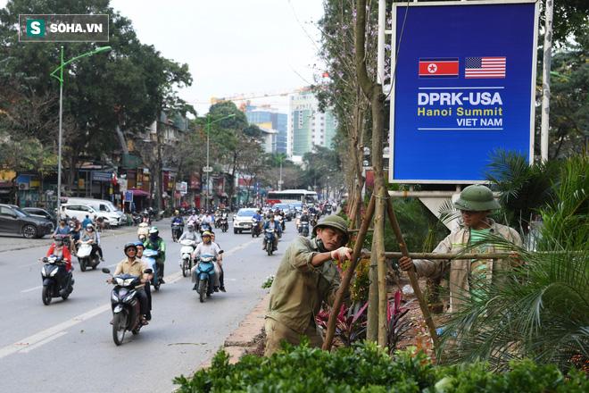 Đường phố Hà Nội trang hoàng chào đón hội nghị thượng đỉnh Mỹ - Triều - Ảnh 5.