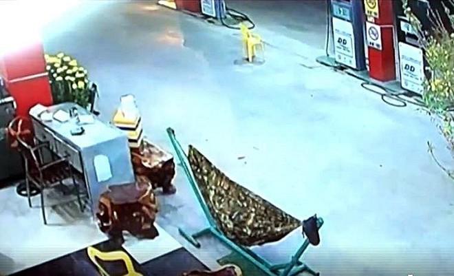 Tình tiết rất mới trong vụ giết nhân viên cây xăng đêm 30 Tết - Ảnh 1.