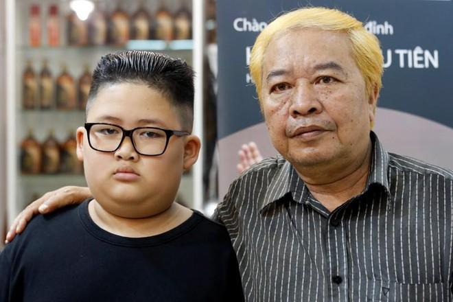 Cách chào đón thượng đỉnh Mỹ-Triều có 1 không 2 ở Hà Nội: Miễn phí cắt tóc giống 2 ông Kim-Trump - Ảnh 7.