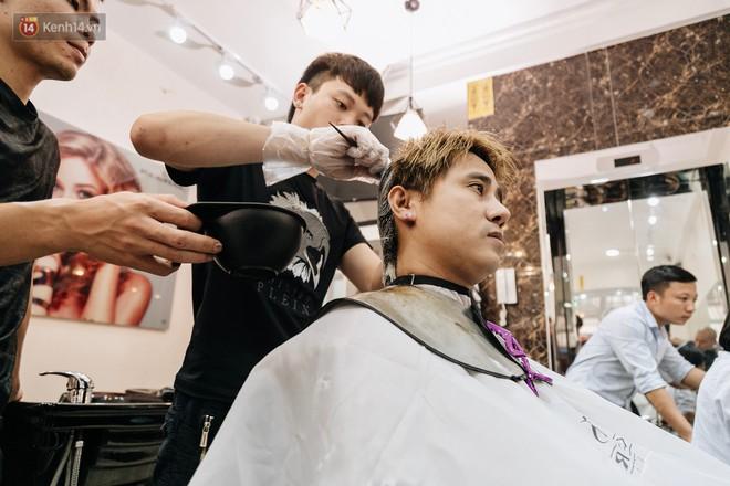 Người Hà Nội rủ nhau đi cắt miễn phí kiểu tóc giống Tổng thống Donald Trump và nhà lãnh đạo Kim Jong-un - Ảnh 5.