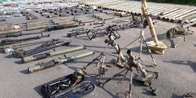 """Quân đội Syria thu hoạch vũ khí của """"quân thánh chiến"""" tại ngoại ô Damascus - Ảnh 4."""