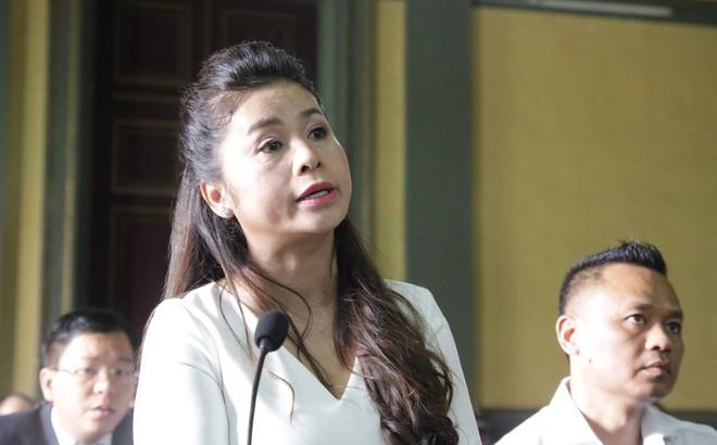 [CLIP]: Cuộc tranh cãi nảy lửa của vợ chồng ông chủ Trung Nguyên về việc xúc phạm nhau tại tòa