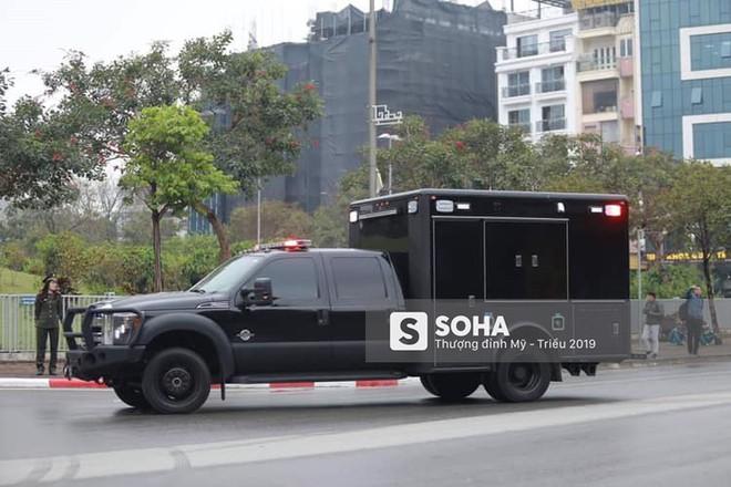 [NÓNG] Dàn siêu xe hộ tống của Tổng thống Trump đổ bộ một cây xăng dân sự ở Hà Nội - Ảnh 2.