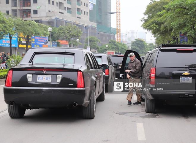[ẢNH] Siêu xe Quái thú của Tổng thống Trump và đoàn hộ tống đổ xăng ở Hà Nội - Ảnh 5.