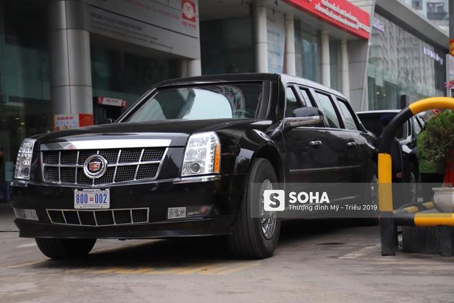 [ẢNH] Siêu xe Quái thú của Tổng thống Trump và đoàn hộ tống đổ xăng ở Hà Nội - Ảnh 9.