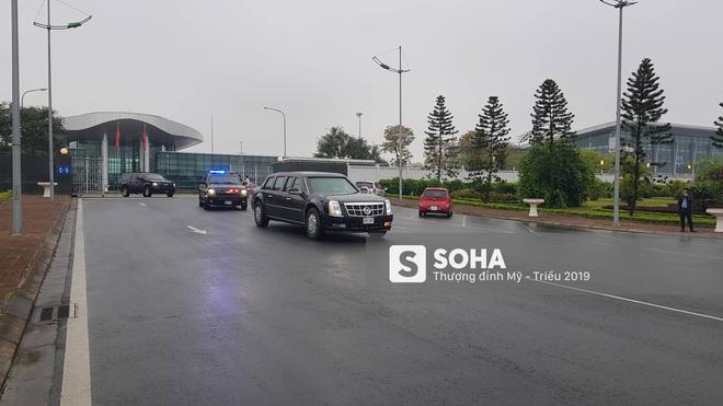 [ẢNH] Siêu xe The Beast của TT Trump cùng dàn xe đặc chủng hầm hố trên đường phố Hà Nội - Ảnh 2.