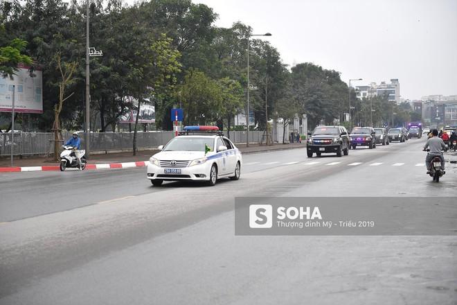 [ẢNH] Siêu xe The Beast của TT Trump cùng dàn xe đặc chủng hầm hố trên đường phố Hà Nội - Ảnh 11.