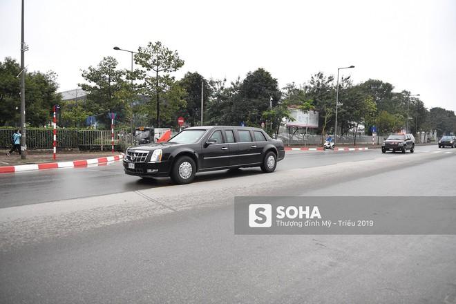 [ẢNH] Siêu xe The Beast của TT Trump cùng dàn xe đặc chủng hầm hố trên đường phố Hà Nội - Ảnh 12.