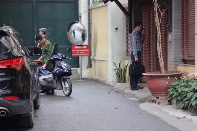 Khám nhà các ông Nguyễn Bắc Son, Trương Minh Tuấn - Ảnh 2.