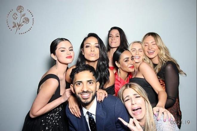 Làm phù dâu cho bạn thân, Selena Gomez lộng lẫy, quyến rũ đến mức chiếm hết spotlight của nhân vật chính - Ảnh 3.
