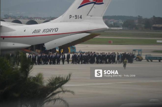 NÓNG: Lực lượng mật vụ tinh nhuệ của ông Kim Jong-un đổ bộ hùng hậu xuống Hà Nội - Ảnh 1.