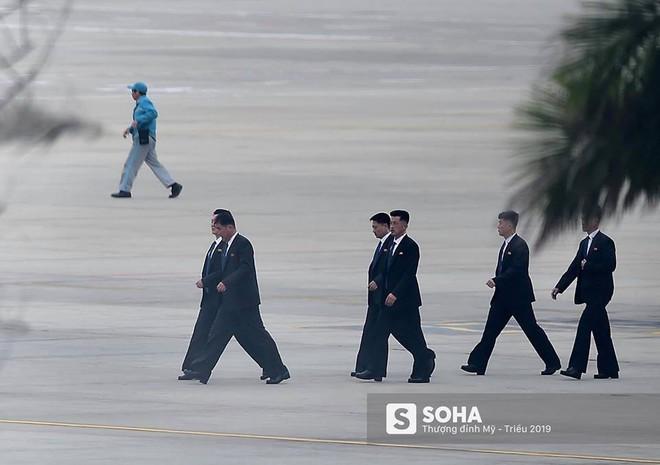 NÓNG: Lực lượng mật vụ tinh nhuệ của ông Kim Jong-un đổ bộ hùng hậu xuống Hà Nội - Ảnh 6.