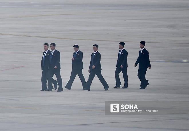 NÓNG: Lực lượng mật vụ tinh nhuệ của ông Kim Jong-un đổ bộ hùng hậu xuống Hà Nội - Ảnh 5.