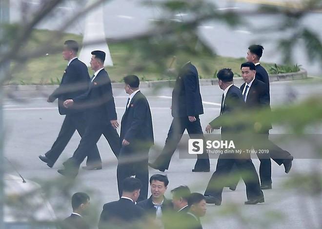 NÓNG: Lực lượng mật vụ tinh nhuệ của ông Kim Jong-un đổ bộ hùng hậu xuống Hà Nội - Ảnh 7.