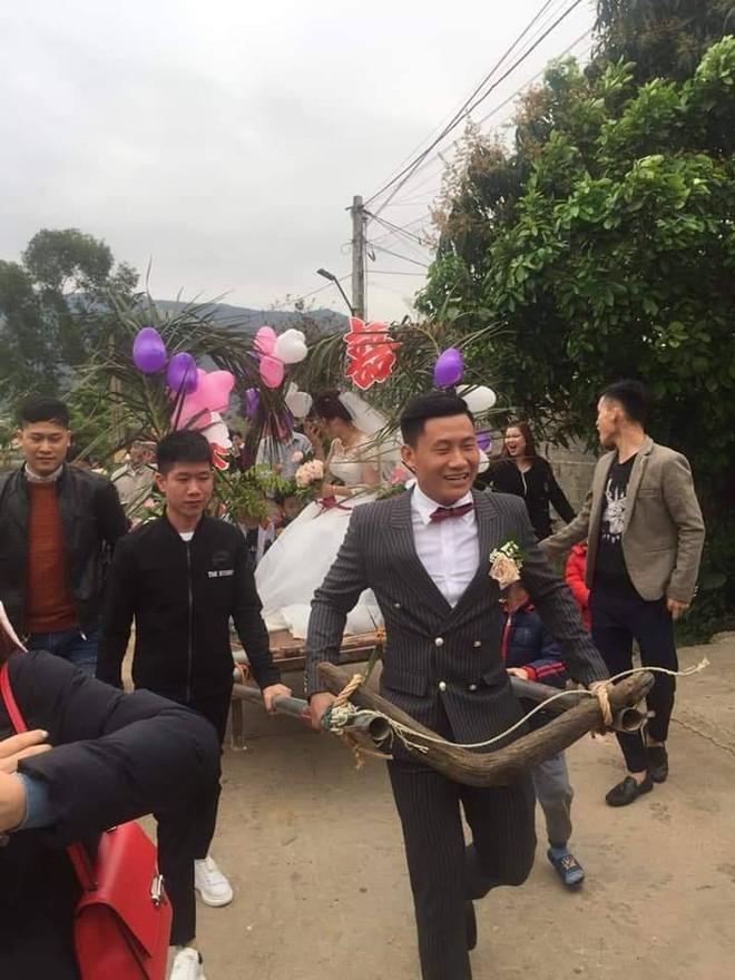 Người đàn ông tự tay kéo xe bò, rước vợ về nhà trong đám cưới khiến dân mạng tấm tắc khen - Ảnh 2.