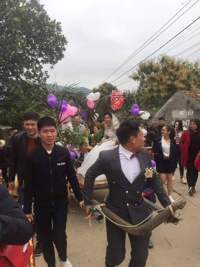 Người đàn ông tự tay kéo xe bò, rước vợ về nhà trong đám cưới khiến dân mạng tấm tắc khen - Ảnh 3.
