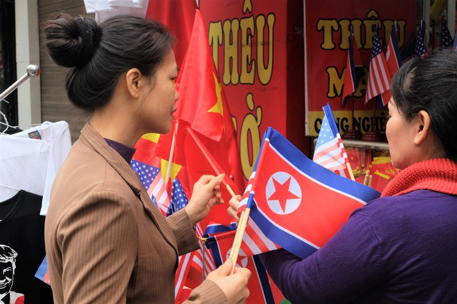 Muôn kiểu kinh doanh ăn theo Hội nghị thượng đỉnh Mỹ - Triều 2019 - Ảnh 4.