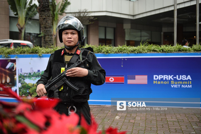[Ảnh] 3 chú khuyển đặc biệt kiểm tra khách sạn Melia trước ngày Chủ tịch Kim Jong-Un đến Việt Nam - Ảnh 6.