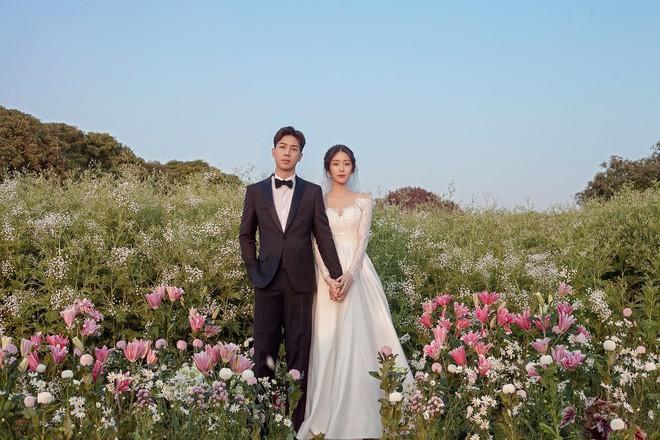 Nhan sắc cô dâu xinh đẹp, thần thái không kém gì Yoon Eun Hye trong bộ ảnh cưới cổ tích đang cực hot - Ảnh 1.
