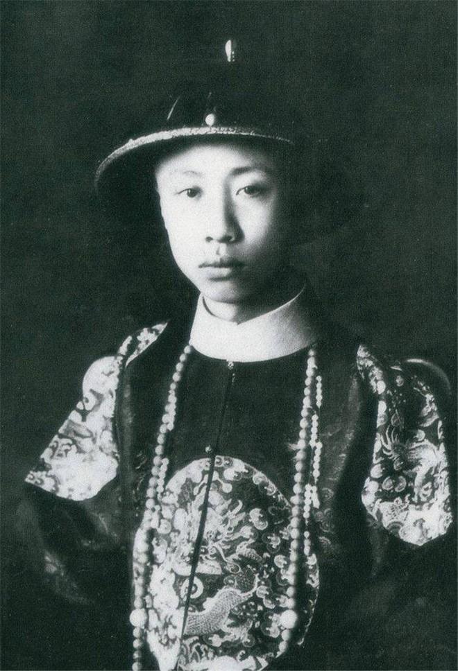 Ảnh hiếm chưa từng được hé lộ trong hôn lễ Hoàng đế Phổ Nghi - vị vua cuối cùng của nhà Thanh - Ảnh 1.