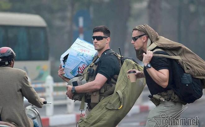 Trước thềm hội nghị thượng đỉnh Mỹ - Triều, dân mạng rần rần chia sẻ loạt ảnh mật vụ Mỹ đẹp trai với dàn vũ khí tối tân nhưng sự thật là...