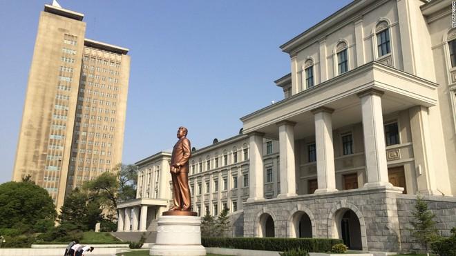 Bên trong căn hộ cao cấp 200 m2 ở thủ đô Bình Nhưỡng, Triều Tiên - Ảnh 10.