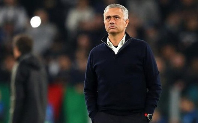 """Mourinho: """"Muốn tôi dẫn dắt thì phải yêu quý tôi"""""""